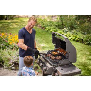 Ψησταριά BBQ υγραερίου Weber Spirit II E-320 GBS Black μπαμπάς με παιδί στον κήπο