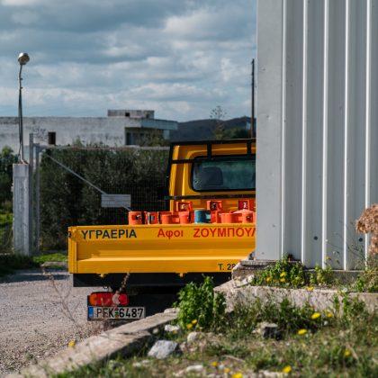 φορτηγό με φιάλες υγραερίου