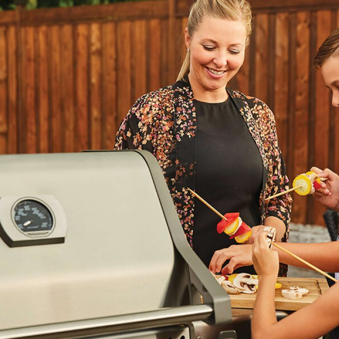 grillsBlog-feature-cookWithFamily